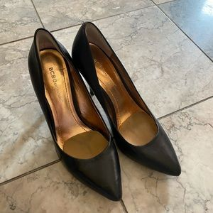 Bcbg black closed toe heels like new